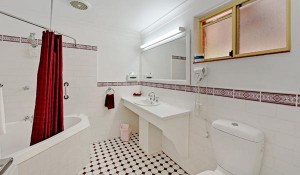 Uralla-Room-with-spa